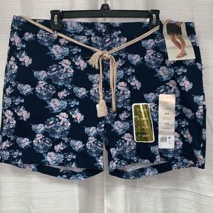 Riders by Lee floral pattern shorts size 18 NWT